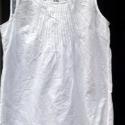 Hófehér tündöklés, Ruha, divat, cipő, Női ruha, Blúz, Foltberakás, Varrás, Szintén egy fehér,vékony vászon anyagú női felső! Trapéz alakú,elején apró bevarrásokkal,hátulját á..., Meska