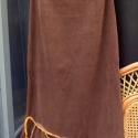 Bársonyos érintés-szoknya III., Ruha, divat, cipő, Női ruha, Szoknya, Varrás, Foltberakás, Újabb bársonyszoknya,nőies vonalvezetéssel: Barna,vékony kordbársony anyagból varrt,egyenes vonalú s..., Meska