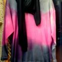 Játék a színekkel-pulóver sállal, Ruha, divat, cipő, Kendő, sál, sapka, kesztyű, Női ruha, Felsőrész, póló, Festett tárgyak, Varrás, Sötét ciklámen és fekete színnel batikolt pulóver,fekete,pamut sállal. A színek játéka teszi érdeke..., Meska