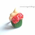 Karácsonyi muffin gyűrű, Ékszer, óra, Gyűrű, Ékszerkészítés, Gyurma, Ez a muffinos gyűrű kifejezetten édesszájúaknak készült.  Ünnepi kiadás: karácsonyi lollipoppal :) ..., Meska