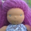 Lilla - Waldorf lány öltöztetős baba, Baba-mama-gyerek, Játék, Baba, babaház, Plüssállat, rongyjáték, Lilla kb. 35 cm-es öltöztethető baba. Lilás mohair haja van, vidám öltözéke pedig  egy ujjatlan tuni..., Meska