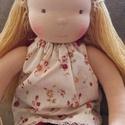 Szőke waldorf lány öltöztetős baba nagy kb. 42 cm, Baba-mama-gyerek, Játék, Baba, babaház, Plüssállat, rongyjáték, A baba kb. 42 cm magas, öltöztetős baba. Természetes anyagokból készült. Feje és teste gyapjúval van..., Meska