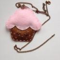 Muffin nyaklánc, Baba-mama-gyerek, Ékszer, óra, Medál, Nyaklánc, Baba-és bábkészítés, Varrás, Ha szereted a csajos és különleges ékszereket, akkor ez a muffin nyaklánc csak rád vár!  Filcből ké..., Meska