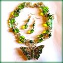 Trópusi kristálylepke szett AKCIÓ!, Ékszer, óra, Ékszerszett, Ékszerkészítés,  Méretes, zöld kristályos fém lepke medál dupla soros láncon, hossza 78 cm.  Hozzá illő fülbevalóva..., Meska