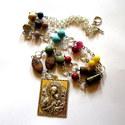 LEÁRAZVA! Ezüst madonna nyaklánc , Ékszer, óra, Nyaklánc, Ékszerkészítés, A méretes, 3 x 4 cm-es, 3 D-s ezüst színű fém medál egy bélyeget formáz, rajta Raffaelo Santi festm..., Meska