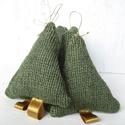 Kötött fenyőfa, karácsony, advent dísze. Téli ünnep dísze NEKED:)Zöld, arany., Dekoráció, Dísz, Varrás, Kötött fenyőfa, karácsony, advent dísze. Téli ünnep dísze NEKED:)  Zöld kötött kis fenyő dísz. Aran..., Meska