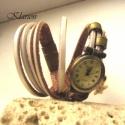 Fehér marhabőr karkötő bronz óralappal, Ékszer, óra, Mindenmás, Karóra, óra, Karkötő, Bőrművesség, Ékszerkészítés, Gyönyörű gyöngyházfehér bőrt választottam ennek az egyedi, feltűnő karkötőórának. Antik bronz színű..., Meska