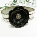 Fekete rózsa karkötő, Mindenmás, Ékszer, óra, Karkötő, Medál, Bőrművesség, Festett tárgyak, Ennek  darabnak már van gazdája, de kérésre újra elkészítem. Fehér alapon fekete bőr rózsa díszítés..., Meska