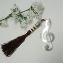 Violin kulcs könyvjelzô, Naptár, képeslap, album, Ékszer, óra, Karácsonyi, adventi apróságok, Könyvjelző, Mindenmás, Gyöngyfűzés, Ezüst színű, violinkulcs könyvjelző alapra csokoládébarna, gyönggyel díszített, selyem bojtot akasz..., Meska