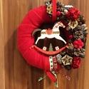 Hintalovas karácsonyi kopogtató, Dekoráció, Karácsonyi, adventi apróságok, Otthon, lakberendezés, Ünnepi dekoráció, Karácsonyi dekoráció, Virágkötés, A kopogtató átmérője 20cm. Szalma koszorú az alapja, melyet plüss anyaggal vontam be, erre kerültek..., Meska