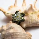 Zöld swarovski virág, Ékszer, óra, Nyaklánc, Medál, Gyöngyfűzés, Ékszerkészítés, A zöld szín kedvelőinek ajánlom ezt a nyakbavalót. Hétköznapi és alkalmi ékszerként is viselhető. F..., Meska