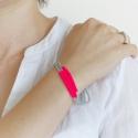 Neon pink-szürke trendi gyöngy karkötő, Ékszer, óra, Karkötő, Ékszerszett, Gyöngyfűzés, Vagány, trendi, csajos gyöngy karkötő, melyet neon pink cseh csiszolt gyöngyből, valamint szürke ja..., Meska