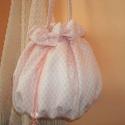 Romantikus, pöttyös női táska, Táska, Ruha, divat, cipő, Neszesszer, Tarisznya, Horgolás, Varrás, Igazán romantikusra sikerült ez a rózsaszín pöttyös, masnis táska. Saját tervezés és készítés. Több..., Meska