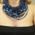 virágos kékség-textil nyaklánc, Ékszer, óra, Nyaklánc, Ékszerkészítés, Látványos textil ékszer, minimális fém szerelékkel a tarkónál. Fémérzékenyeknek is ajánlott. Allerg..., Meska