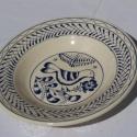 Madaras tányér, Konyhafelszerelés, Otthon, lakberendezés, Kerámia, 20,5 cm átmérőjű tányér. Fehérre égő agyagból, kék írókával díszítve. Dísztányérként és használati ..., Meska