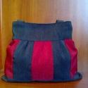 Különleges csíkos táska, Táska, Ruha, divat, cipő, Válltáska, oldaltáska, Varrás, Szövet anyagból készítettem ezt a piros-szürke kombinációt.                Bélelt,belül egy zseb va..., Meska