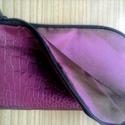 Fantasztikus akcióóó!Bordó csíkos táska ajándék telefon tokkal, Táska, Baba-mama-gyerek, Ruha, divat, cipő, Válltáska, oldaltáska, Varrás, Ha most vásárolod meg ezt a dekoratív táskát,egy mobil tokot adok ajándékba!!! Egyedi bársony csíko..., Meska
