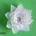 Fehér virág hajdísz, menyasszonyi, Ruha, divat, cipő, Ékszer, óra, Hajbavaló, Bross, kitűző, Ékszerkészítés, Mindenmás, Meseszép fehér virágdísz szatén és tüll anyagból, csillogó középpel. Akár esküvői hajbavalónak is c..., Meska