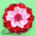 Bordó-piros-rózsaszín sokbibés virág hajdísz, Ruha, divat, cipő, Ékszer, óra, Hajbavaló, Bross, kitűző, Ékszerkészítés, Mindenmás, Vidám bordó-piros virág szatén szalagból, szórógyöngyös középpel és rengeteg bibével. A virág átmér..., Meska