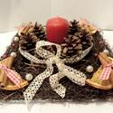Karácsonyi asztaldísz, Otthon, lakberendezés, Karácsonyi, adventi apróságok, Gyertya, mécses, gyertyatartó, Karácsonyi dekoráció, Virágkötés, A vesszős alapra  az gyertya köré tobozokat rögzítettem., melyeket szolidan csillámmal szórtam és c..., Meska