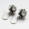 OLALÁ! lámpagyöngy fülbevaló ezüsttel, Ékszer, óra, Fülbevaló, Ötvös, Üvegművészet, Saját készítésű, fekete alapon fehér és áttetsző mintás lámpagyöngyök és ezüst alkatrészek felhaszn..., Meska