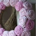 """Rózsakoszorú - """"Rózsaszín köd"""", Baba-mama-gyerek, Otthon, lakberendezés, Dekoráció, Mindenmás, Újrahasznosított alapanyagból készült termékek, Virágkötés, 15 cm-es koszorú alapra készítettem rózsakoszorúmat. Szép, kellemes dísze lehet otthonodnak. Vidéki..., Meska"""