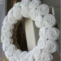 """Rózsakoszorú - """"Tisztaság"""", Baba-mama-gyerek, Otthon, lakberendezés, Dekoráció, Mindenmás, Újrahasznosított alapanyagból készült termékek, Virágkötés, 15 cm-es koszorú alapra készítettem rózsakoszorúmat. Szép, kellemes dísze lehet otthonodnak. Vidéki ..., Meska"""