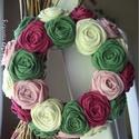 """Mini rózsakoszorú - """"Nyári romantika"""", Dekoráció, Otthon, lakberendezés, Mindenmás, Ünnepi dekoráció, Varrás, Mindenmás, 10 cm-es mini koszorúalapra készítettem rózsakoszorúmat, kilincsek, szekrény gombok díszének. Vidék..., Meska"""