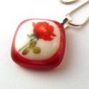 Kiárusítás! Piros rózsa üvegmedál, Ékszer, óra, Medál, Romantikus medál, piros-törtfehér üvegekből olvasztottam. Piros rózsa díszíti, ez a kép különleges m..., Meska