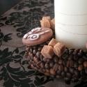 Kávés  asztaldísz, Dekoráció, Ünnepi dekoráció, Virágkötés, A kávé napjaink része. Akkor ez a koszorú miért ne lehetne az. Henger gyertya köré készítettem egy ..., Meska