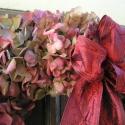 Bordó hortenziás ajtódísz , Dekoráció, Otthon, lakberendezés, Karácsonyi, adventi apróságok, Virágkötés,  A koszorút 25-cm-es szalma alapra kötöttem hortenzia virágaival.Ezt a koszorút bordó szalaggal dísz..., Meska