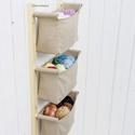 Textil tároló, falra szerelhető - 3 textil zseb - naturális, földszín, lenvászon, otthonos - függő tároló, helytakarékos, Otthon, lakberendezés, Bútor, Tárolóeszköz, Polc, Famegmunkálás, Varrás, 3 rekeszes | Beige, földszínű  Nagyon praktikus, hangulatos fali tároló fenyő és lenvászon anyag fe..., Meska