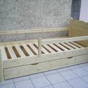 Fenyő ágy leesésgátlóval, ágyneműtartóval., Bútor, Ágy, Famegmunkálás, Fenyő ágy leesésgátlóval, ágyneműtartóval.  Egyedi elképzelés alapján is gyártunk ágyat.  Ágyat csa..., Meska