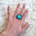 Absztrakt kék üveglencsés gyűrű, Ékszer, óra, Képzőművészet, Gyűrű, Napi festmény, kép, Ékszerkészítés, Festett tárgyak, Tudtad, hogy az első dolgok egyike a kézfejed, amit az idegenek észrevesznek rajtad?  A nőnek a kez..., Meska