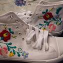 Matyó mintás vászon cipő (magasszárú), Magyar motívumokkal, Ruha, divat, cipő, Cipő, papucs, Hímzés, Kézzel hímzett magasszárú matyó mintás vászoncipő! 100% pamutfonallal készült mely mosás során szín..., Meska