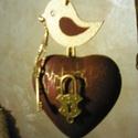 Kulcs a szívemhez!, Esküvő, Dekoráció, Otthon, lakberendezés, Dísz,  Akrilfestékkel és repesztőlakkal kezelt, bordó-arany színű szív,  antikolt kis fém lakattal, tetejé..., Meska