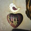 Key to my heart 2 - Kulcs a szívemhez!, Dekoráció, Akrilfestékkel és repesztőlakkal kezelt, bordó-arany színű szív, antikolt kis fém lakattal, tetején ..., Meska