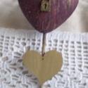 Key to my heart! - Kulcs a szívemhez, Dekoráció, Fa talpazaton, arany-bordó színűre festett szívek, egyikük repesztőlakkal kezelt, antikolt bronz lak..., Meska