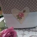 Zsebkendőtartó - Rózsás szívek, Otthon, lakberendezés, Lakástextil, Varrás, Bézs pöttyös-fehér csipkés és rózsás szivecskés applikációval készült zsebkendőtartó huzat. Romanti..., Meska