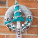 Bájos karácsonyi ajtódísz a türkiz szín szerelmeseinek, Karácsonyi, adventi apróságok, Karácsonyi dekoráció, Virágkötés, Varrás, Bájos karácsonyi ajtódísz a türkiz szín szerelmeseinek.  A koszorú átmérője kb. 22 cm. A polisztiro..., Meska