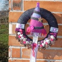 Pink-indigó farmer karácsonyi ajtódísz, Karácsonyi, adventi apróságok, Karácsonyi dekoráció, Virágkötés, Pink-indigó karácsonyi ajtódísz. A koszorú átmérője 25 cm. A polisztirol koszorúalapot egy indigó s..., Meska