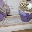 Lila bézs színű virágos tavaszi nyári asztali dísz, Otthon, lakberendezés, Famegmunkálás, Virágkötés, A dísz újrahasznosított raklapból készült. A fát bézs színű akril festékkel festettem le, a tetejét..., Meska