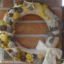 Sárga barna tavaszi koszorú, Dekoráció, Dísz, Virágkötés, Sárga-barna tavasz nyári koszorú. A 30 cm-es szalma koszorú alapot egy régi zsák anyagú függönnyel ..., Meska