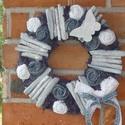 Kék pillnagós koszorú II., Dekoráció, Dísz, Virágkötés, Egy kartonpapírbólból készült famerral bevont alapot készítettem. Saját készítésű rongyvirágokkal, ..., Meska