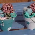 Menta rózsaszín pöttyös mini cserepes díszek - asztaldísz, Otthon, lakberendezés, Famegmunkálás, Virágkötés, 6 cm-es agyag cserepeket akril festékkel kezeltem. Tűzőhabot tettem azokba, majd saját készítésű te..., Meska