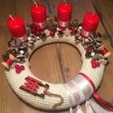 Szánkós koszorú, Dekoráció, Karácsonyi, adventi apróságok, Ünnepi dekoráció, Karácsonyi dekoráció, Virágkötés, 25cm-es, szánkóval díszített Adventi koszorú., Meska