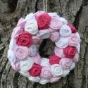 Fehér-rózsaszín textilvirágos koszorú, Dekoráció, Dísz, Mindenmás, Rózsaszín és fehér textilvirágokkal díszített koszorú. Hungarocel alapra készült.   Átmérő: 20 cm  ..., Meska