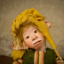 """Mókás kobold figura, vicces porcelán testű baba: Döme, Mindenmás, Képzőművészet , Otthon, lakberendezés, Szobor, Baba-és bábkészítés, Kerámia, Ment, ment Döme az erdőbe, rá is lelt egy flaska """"vízre"""". Ledöntötte egy-kettőre, ketté is áll a sze..., Meska"""