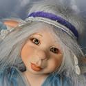 Jégtündér figura, porcelán testű baba: MARA, Képzőművészet , Esküvő, Dekoráció, Szobor, Baba-és bábkészítés, Kerámia,  Csöppnyi cseppek, hó hahó!  Megjött Mara, a varázsló:  változzatok jégcsipkévé,  az erdő ékköveivé..., Meska