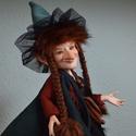 Rozalinda boszorka figura mozgatható porcelánbaba kabala boszi boszorkány, Képzőművészet, Dekoráció, Ünnepi dekoráció, Baba-és bábkészítés, Kerámia, Rozalinda boszorka figura  Vigyázz hogy miket teszel, vagy hamar békává leszel! Ám csak viccel Roza..., Meska
